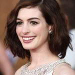 Anne Hathaway Стрижка боб средней длины