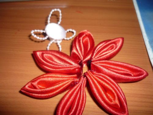 image-66564-e1463336731284 Заколка канзаши своими руками: мастер-класс по созданию двухслойного цветка