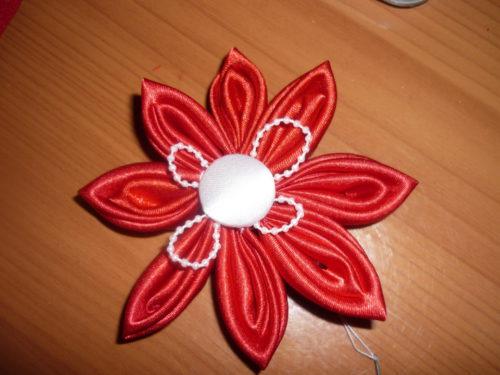 image-66572-e1463336778432 Заколка канзаши своими руками: мастер-класс по созданию двухслойного цветка