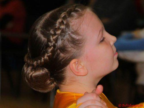 Прическа к бальным танцам для девочки