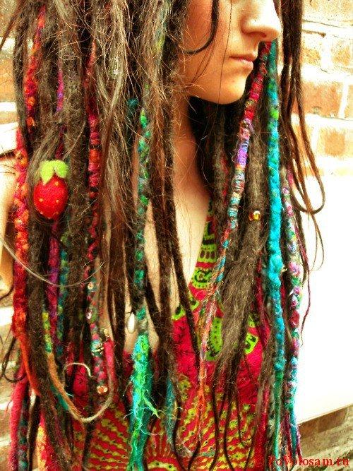 Разноцветные искусственные дреды