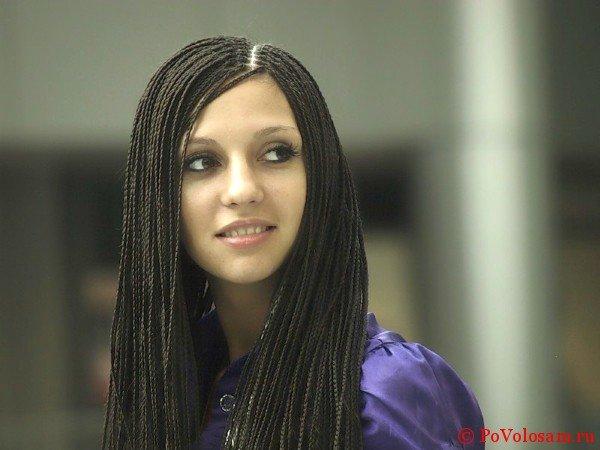 Афрокосички на красивой девушке