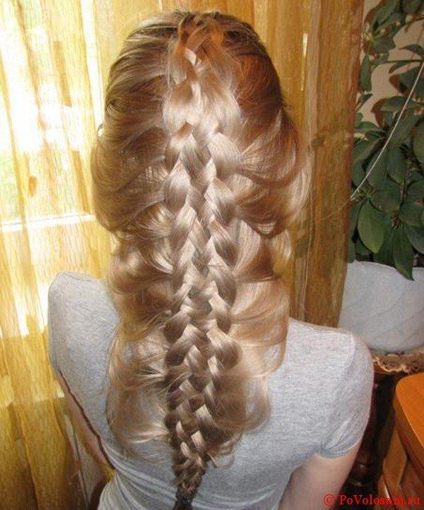 Французская коса наоборот в прическе водопад