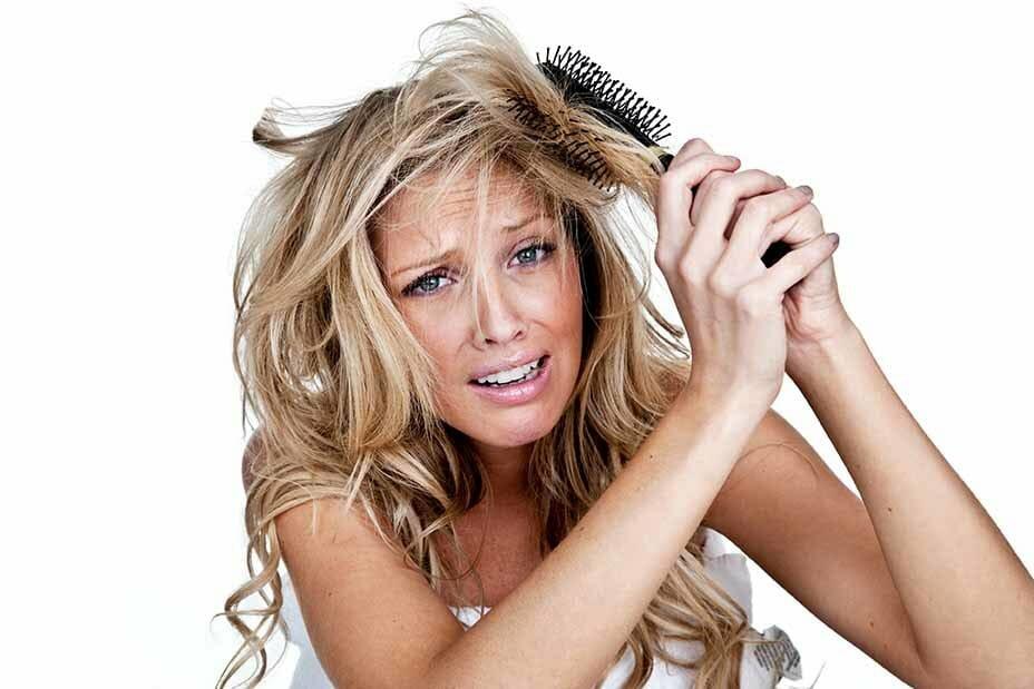 запутываются волосы