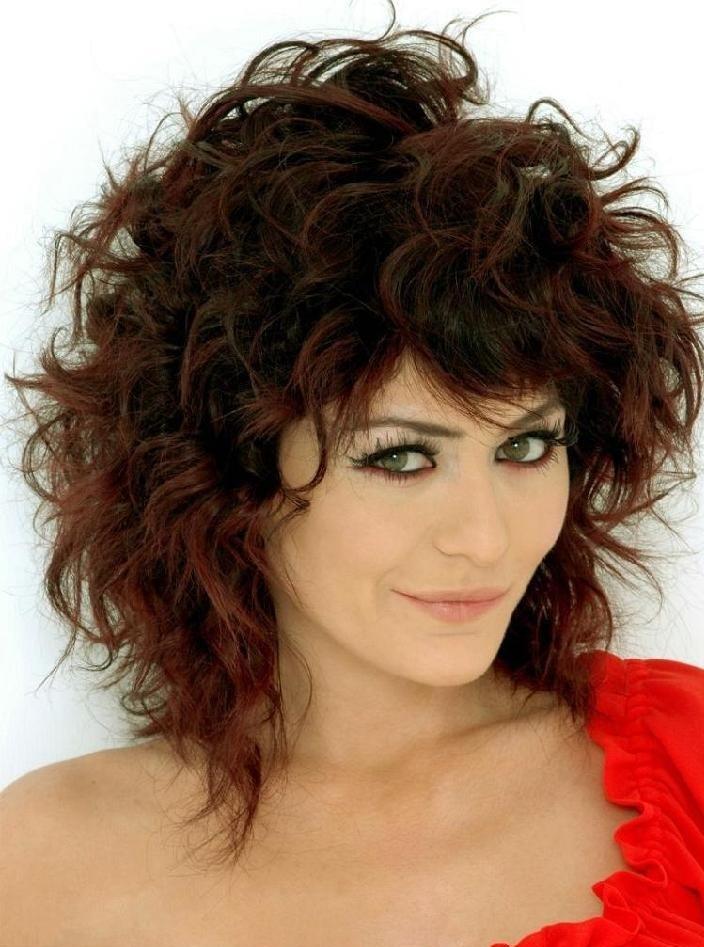 Стрижки женские на кудрявый волос средней длины