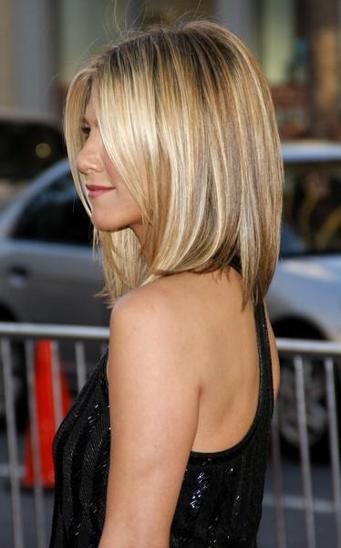 Стрижки волос по плечи фото