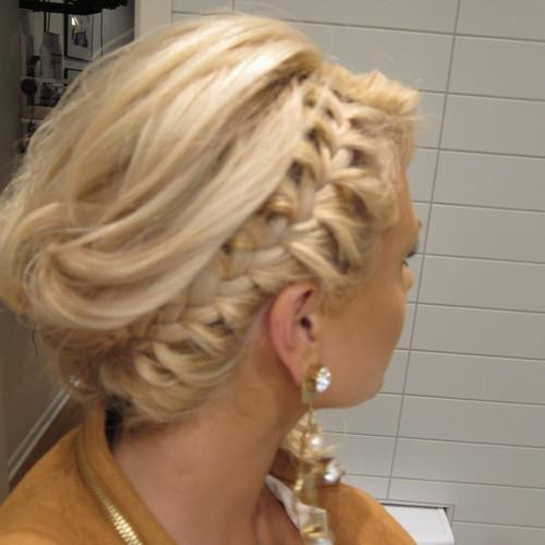 Греческая прическа на средние волосы коса