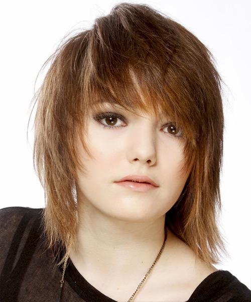 лесенка на средние волосы с косой челкой фото