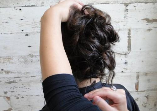 Нить подбирают по цвету волос