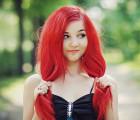 Прическа для длинных красных волос