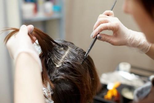 окрашивание волос в перчатках