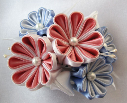 Заколка-краб с цветами в технике канзаши