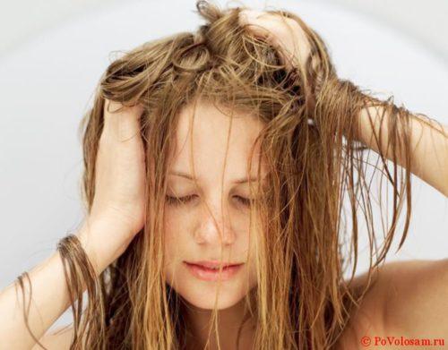 перебираем волосы пальцами