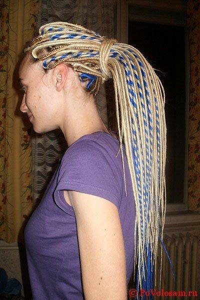 Блондинка с джа дредами