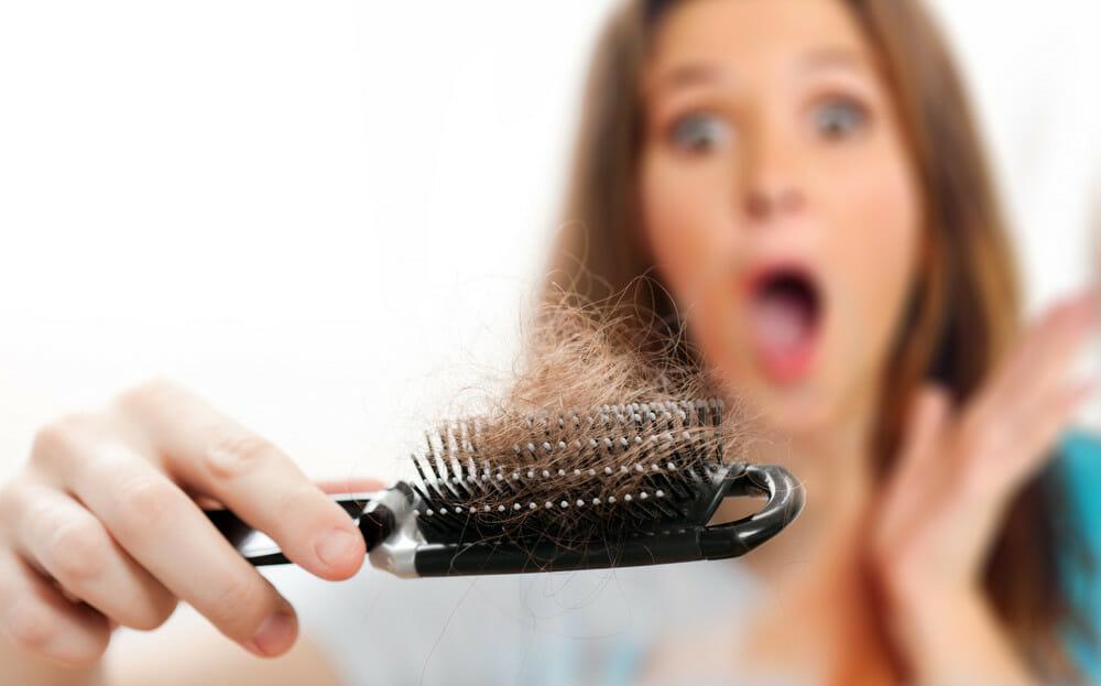 выпадают волосы у женщин